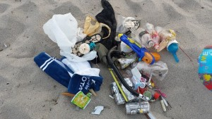 皆生海岸のゴミ